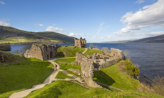vb34163111_urquhart castle commands great views of loch ness_14-08-2019.jpg