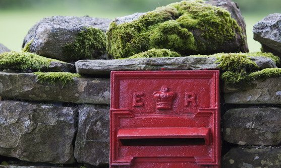 vb33073924_postbox set into a traditional stone wall covered with moss, in yorkshire dales national park_18-08-2019.jpg