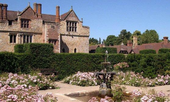 hever castle tudor garden.jpg