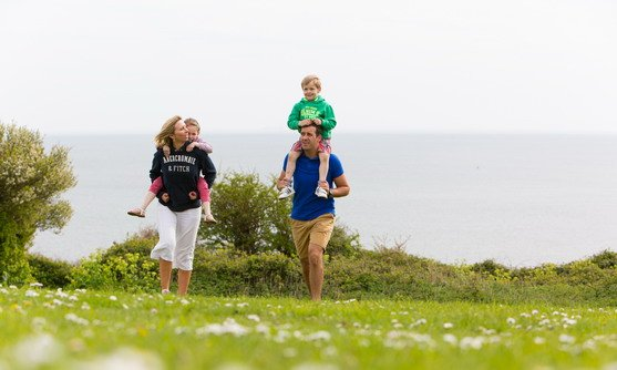 ve22710_family walking in exmouth_30-08-2019.jpg
