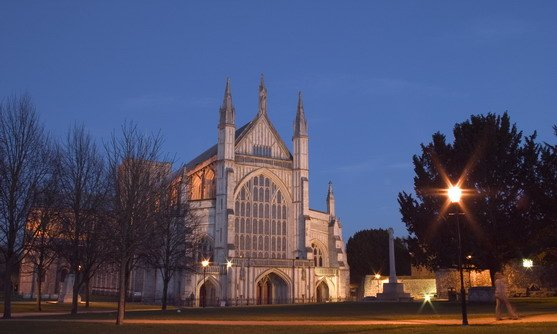Engeland | Hamsphire | vb25584846_the exterior of winchester cathedral_22-11-2019.jpg