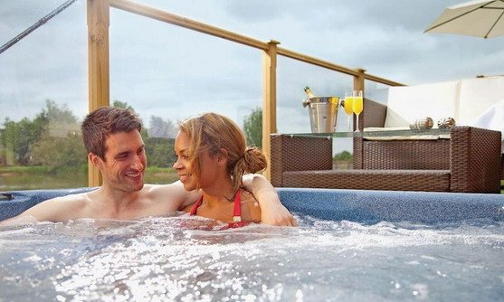 willow lakes lodges hot tub.jpg