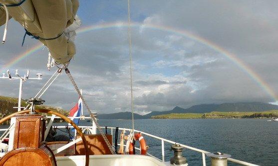 steady sailing met regenboog highlight.jpg