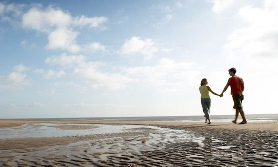 lincolnshire coast couple at beach.jpg